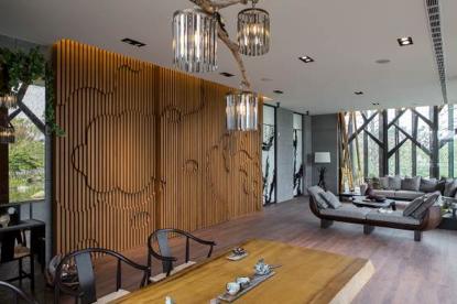 細膩的掌握色彩協調性,再以光源設計協調全室節奏,讓空間看來舒心而飽滿,一步一風景。