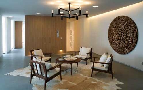 二樓為主人一家休憩睡眠的私人場域,在格局 上先以起居室和梯廳接軌,做為緩衝地帶。