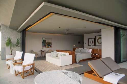 每個房間都擁有整面大片玻璃拉門,可自由通 向私人露台。