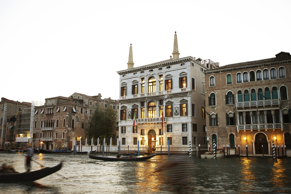 rs2172_aman-canal-grande-venice-exterior-2nd-fr-right
