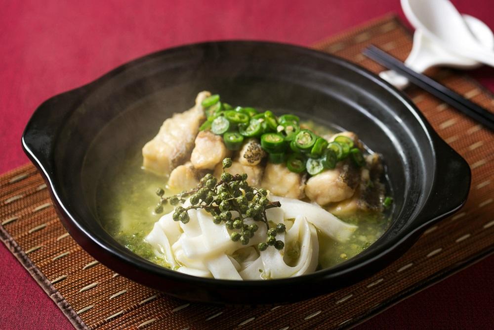 【新聞照片】川菜廳推出康熙年間的青辣風格-砂鍋青辣石斑