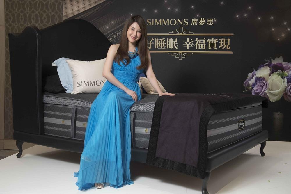 時尚教主穆熙妍對於『床上時光』完全不敢忽略,研究出ㄧ套獨家美眠秘訣,讓高品質的睡眠,解決一整天的壓力,越睡越幸福