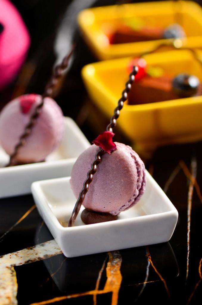 紫艷酒吧 - 狂飲 潮東方下午茶 -黑醋栗馬卡龍