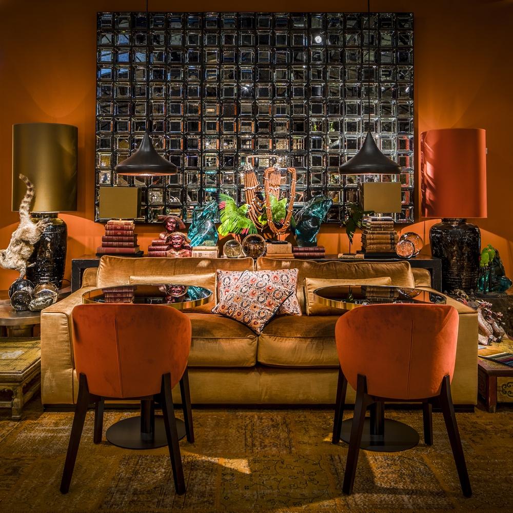 梵諾森情境照-古銅圓桌、餐椅、部落串珠擺飾(寬庭提供)