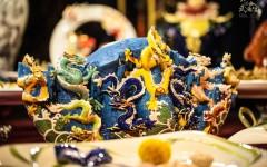 至尊九龍瓷瓶,元寶造型象徵招財,價格30萬8000元,限量288 pcs