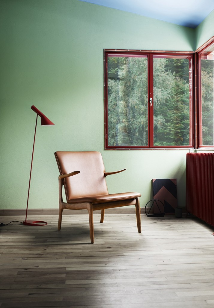 Wanscher_OW124-beak-chair-walnut-oil-sif95