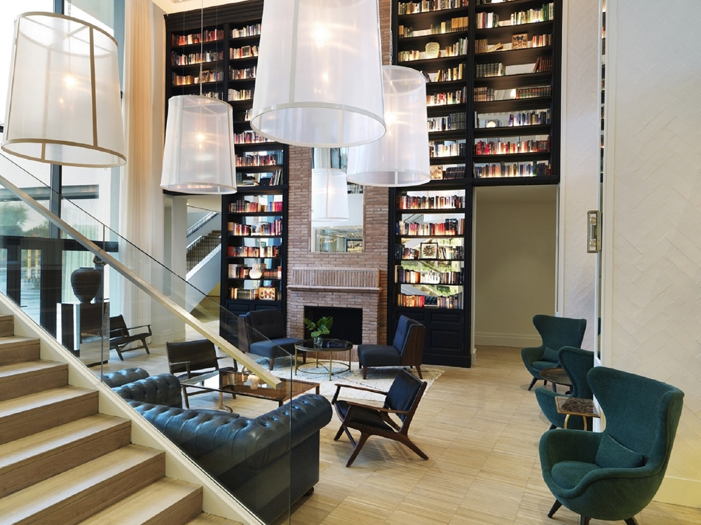Hotel Camiral Library