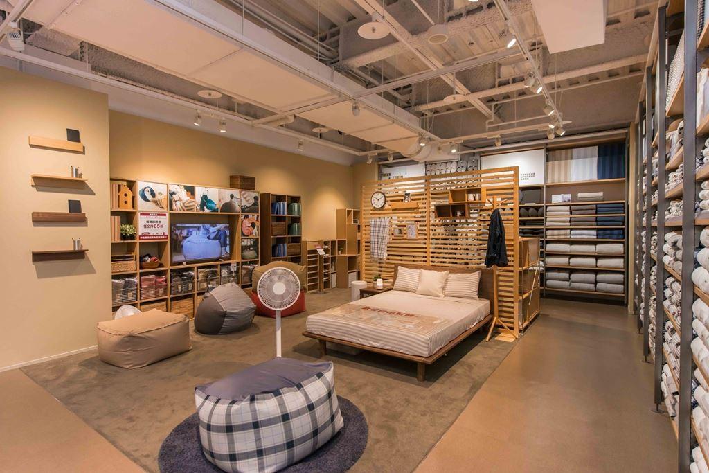 中友門市改裝開幕後,拓寬坪數至200坪,住空間的家具陳列也更顯舒適與完善!