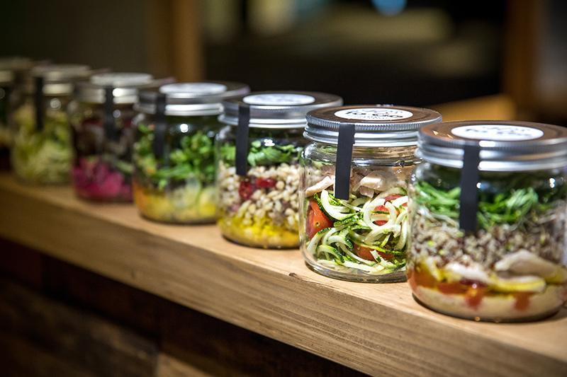 全新的用餐型態「VCE to-go」,獨家研發低負擔且具創意的「加州健康to-go罐」,裝入精選的食材與用心的烹調法