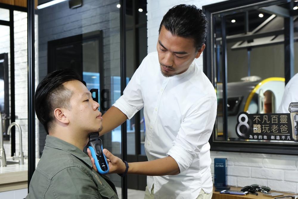 德國百靈與台北知名沙龍Sculptor Barber 聯手打造百靈型男風格會所,呈現百靈多樣風格