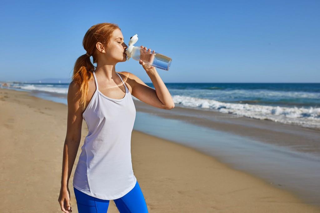 8.THERMOS膳魔師全新酷蓋輕水瓶,極輕瓶身、曲線設計,是功能與時尚兼具的戶外輕水瓶全新選擇!