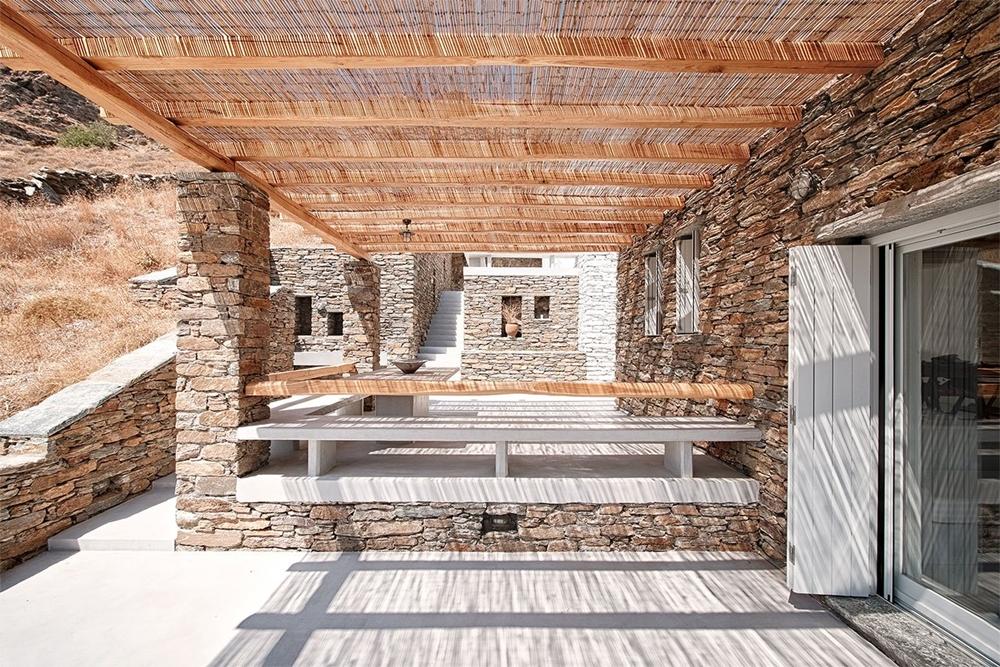 f14_rocksplit_house_in_kea_island_cyclades_greece_by_cometa_architects_yatzer