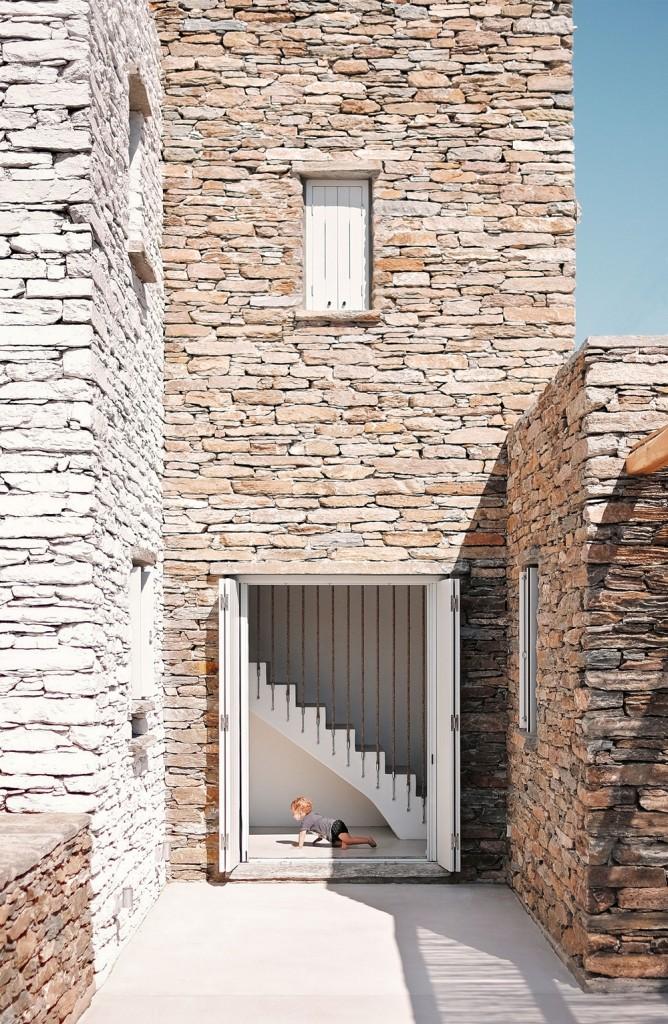 f3_rocksplit_house_in_kea_island_cyclades_greece_by_cometa_architects_yatzer