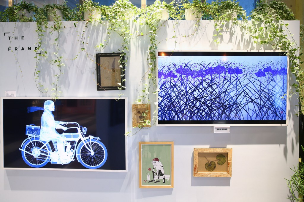 Samsung『THE FRAME』美學電視自然地融入生活氛圍 正反都襯托出極簡美的品味