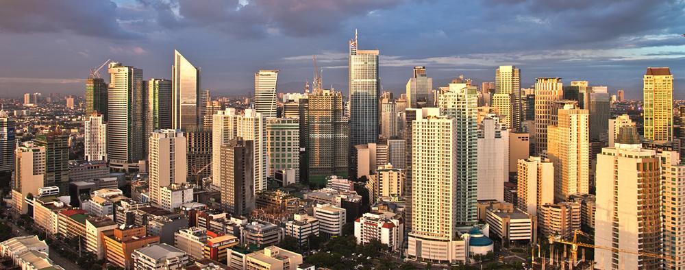 被稱為「菲律賓曼哈頓」的Makati,高樓林立,菲律賓的大企業總部都設在此,Ayala大道兩旁都是全球知名的金融機構。