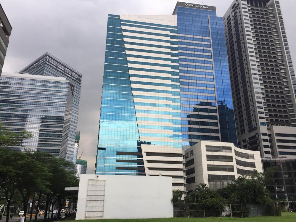 BGC (Bonifacio Global City), 是一個14年前才開始開發的全新城市,很多外資公司、本地大企業和大使館設立於此。辦公大樓林立,夜間燈火通明,24小時服務全球。