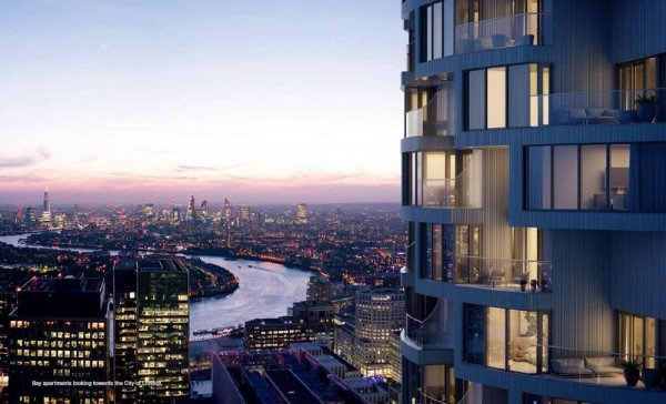 Bay apartment overlooking the City of London
