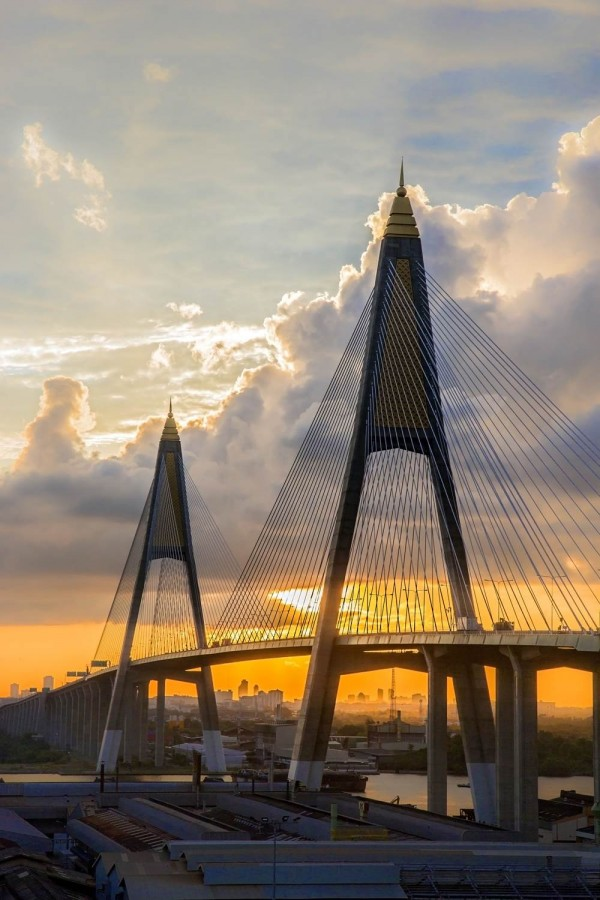 DYK1AT Kanchanaphisek Bridge, Sunrise over Bangkok. Image shot 2013. Exact date unknown.