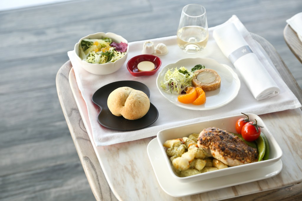 Hong Kong Airlines' new Business Class tableware