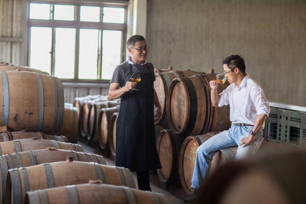 格蘭菲迪_台灣區品牌大使James和釀酒師陳千浩博士品飲埔桃酒