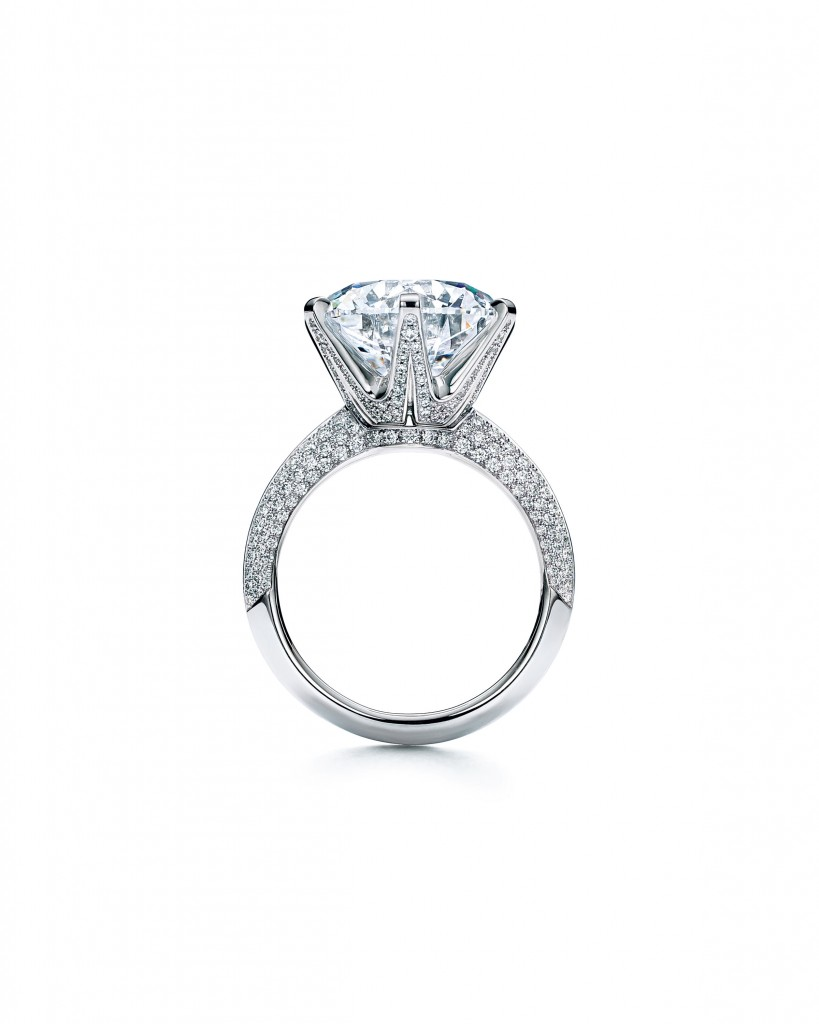 The Tiffany Setting 鉑金鑲嵌8.27克拉鋪鑲鑽石戒指,F,VS1。NT$42,290,000