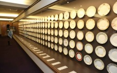 Noritake名古屋博物館內展示各年份經典盤