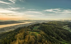 Schweiz. ganz natuerlich. Panorama vom Uetliberg auf das Zürcher Seebecken und die Alpen.  Switzerland. get natural.  Panorama from Uetliberg to the Lake Zurich and the Alps.  Suisse. tout naturellement.  Panorama de Uetliberg au lac de Zurich et les Alpes.  Copyright by: Switzerland Tourism - By-Line: swiss-image.ch/Ivo Scholz