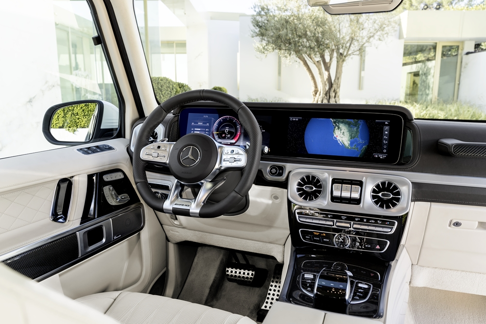 Mercedes-AMG G 63. Exterieur: designo mysticweiß bright, Exterieur-Edelstahl-PaketInterieur: designo Leder macchiatobeige;Kraftstoffverbrauch kombiniert: 13,2 l/100km; CO2-Emissionen kombiniert: 299 g/km* Mercedes-AMG G 63. Exterior: designo mysticwhite bright, Exterior-Stainless steel-PacketInterior: designo leather macchiato beige;Fuel consumption combined: 13,2 l/100km; CO2-emissions combined: 299 g/km*