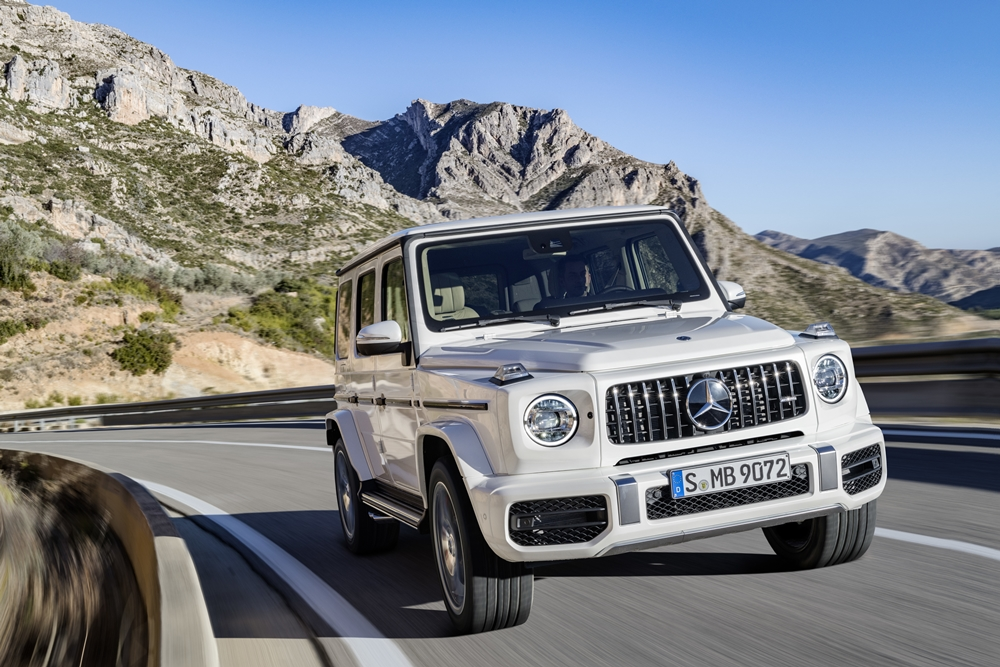 Mercedes-AMG G 63. Exterieur: designo mysticweiß bright, Exterieur-Edelstahl-Paket;Kraftstoffverbrauch kombiniert: 13,1 l/100km; CO2-Emissionen kombiniert: 299 g/km* Mercedes-AMG G 63. Exterior: designo mysticwhite bright, Exterior-Stainless steel-Packet;Fuel consumption combined: 13,1 l/100km; CO2-emissions combined: 299 g/km*
