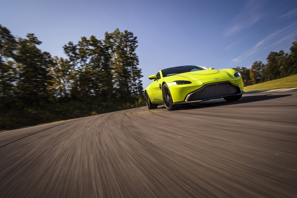 Aston Martin Vantage_Lime Essence_01