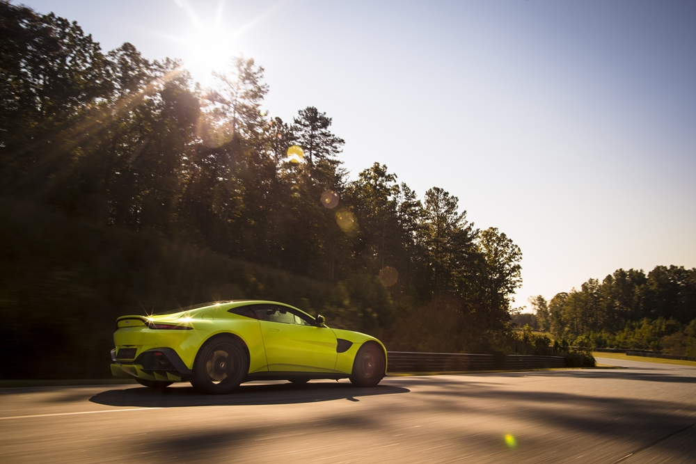 Aston Martin Vantage_Lime Essence_04