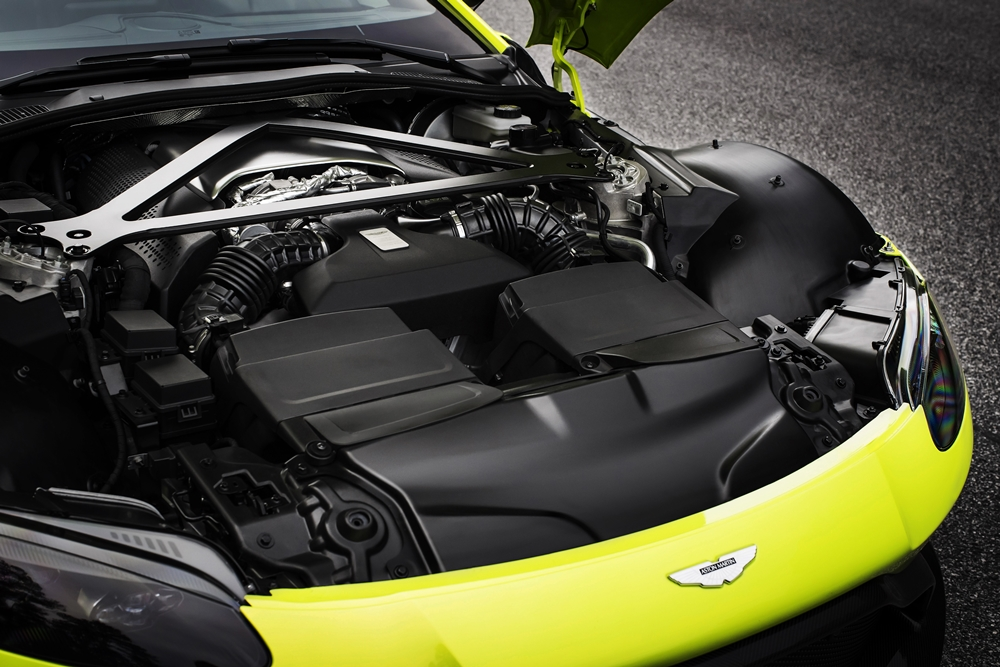 Aston Martin Vantage_Lime Essence_23