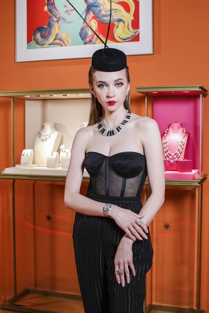 模特兒演繹寶格麗WILD POP頂級珠寶 (1)