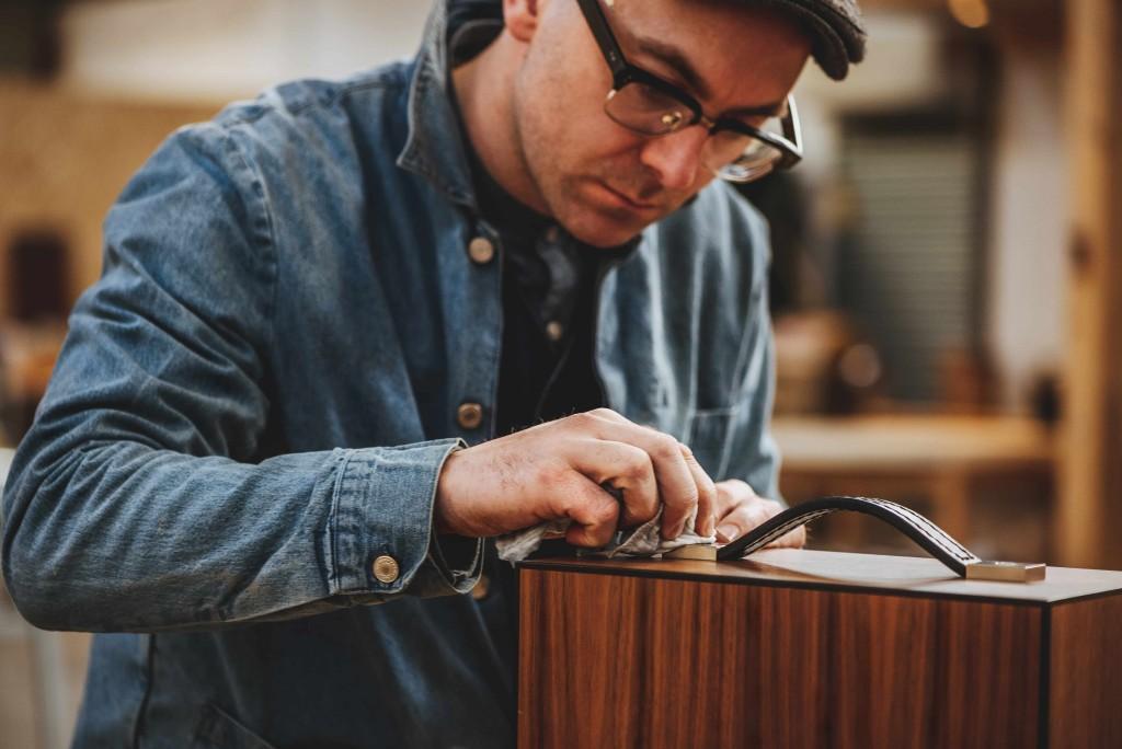 (1)蘇格蘭專業工匠John Galvin設計並手工打造的實心橄欖木、黑胡桃木定製木盒_1