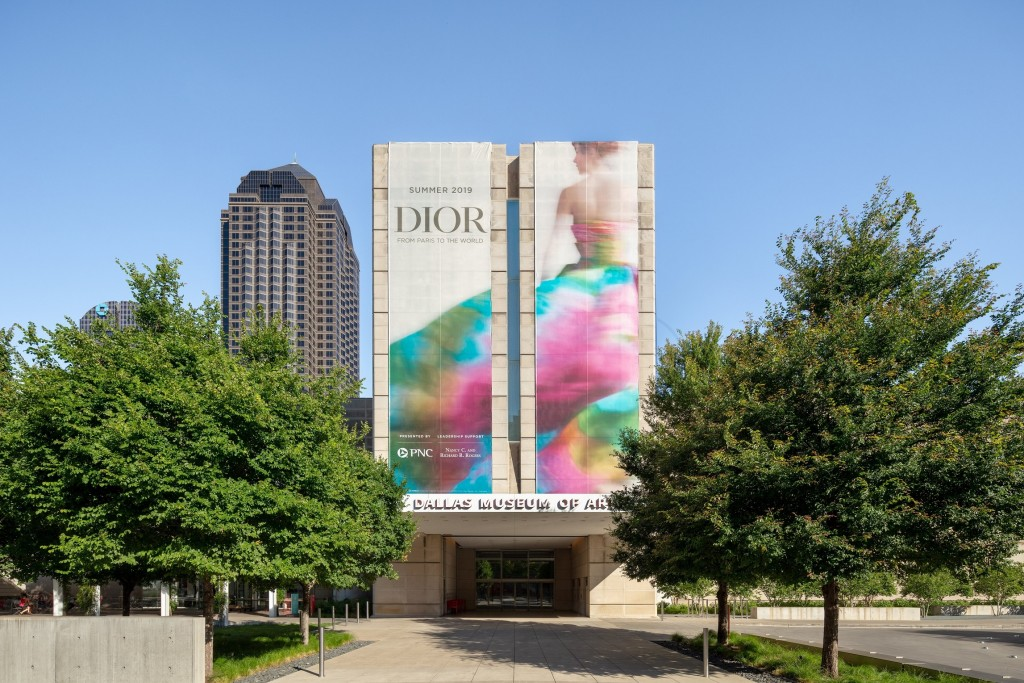 DIOR_DALLAS EXHIBITION_SCENOGRAPHY_©JAMES FLORIO_1