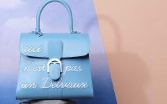 Magritte系列 天堂藍L_Humour中型牛皮肩揹包 $277,300 - 01
