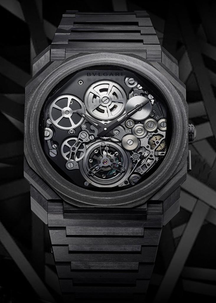 103072_BVLGARI OCTO FINISSIMO TOURBILLON CARBON 超薄鏤空陀飛輪碳薄層腕錶_參考售價約新台幣4,160,000元(全球限量50只) _情境照1