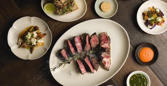 WILDWOOD原木燒烤主菜-美國頂級乾式熟成28日紅屋牛排,搭配醬汁及配菜 (1)