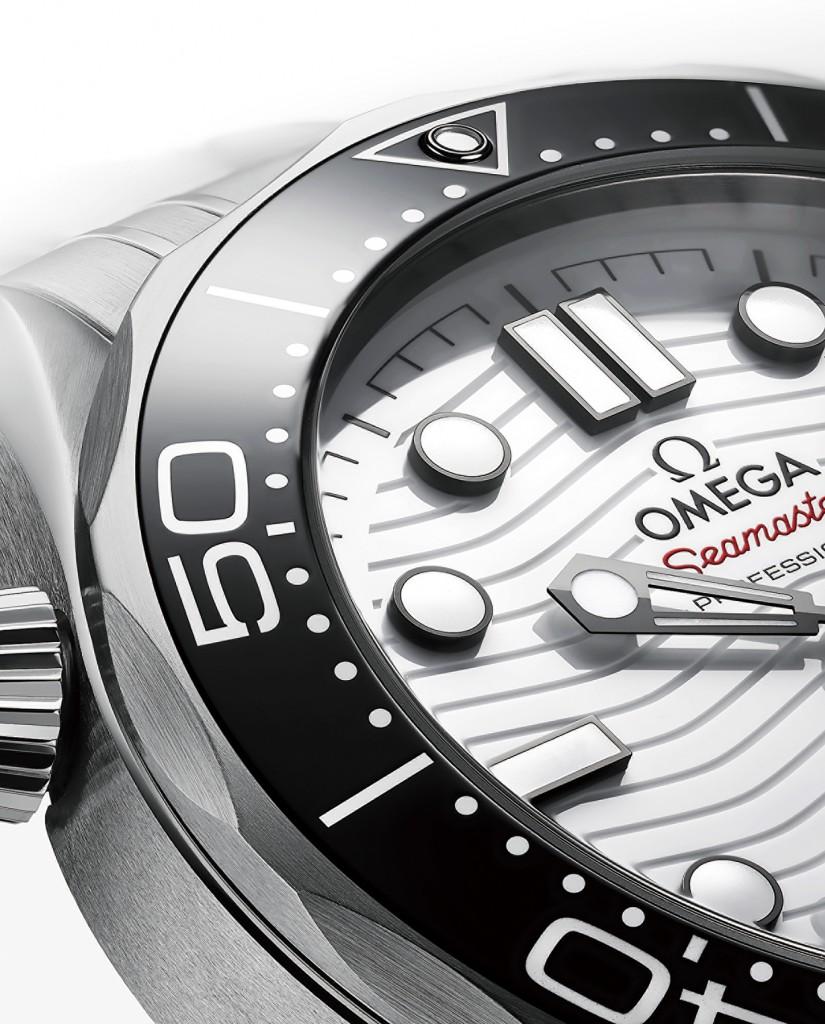 歐米茄海馬潛水300米系列同軸擒縱42毫米大師天文台錶_白色錶盤款:不鏽鋼錶殼搭不鏽鋼錶鏈
