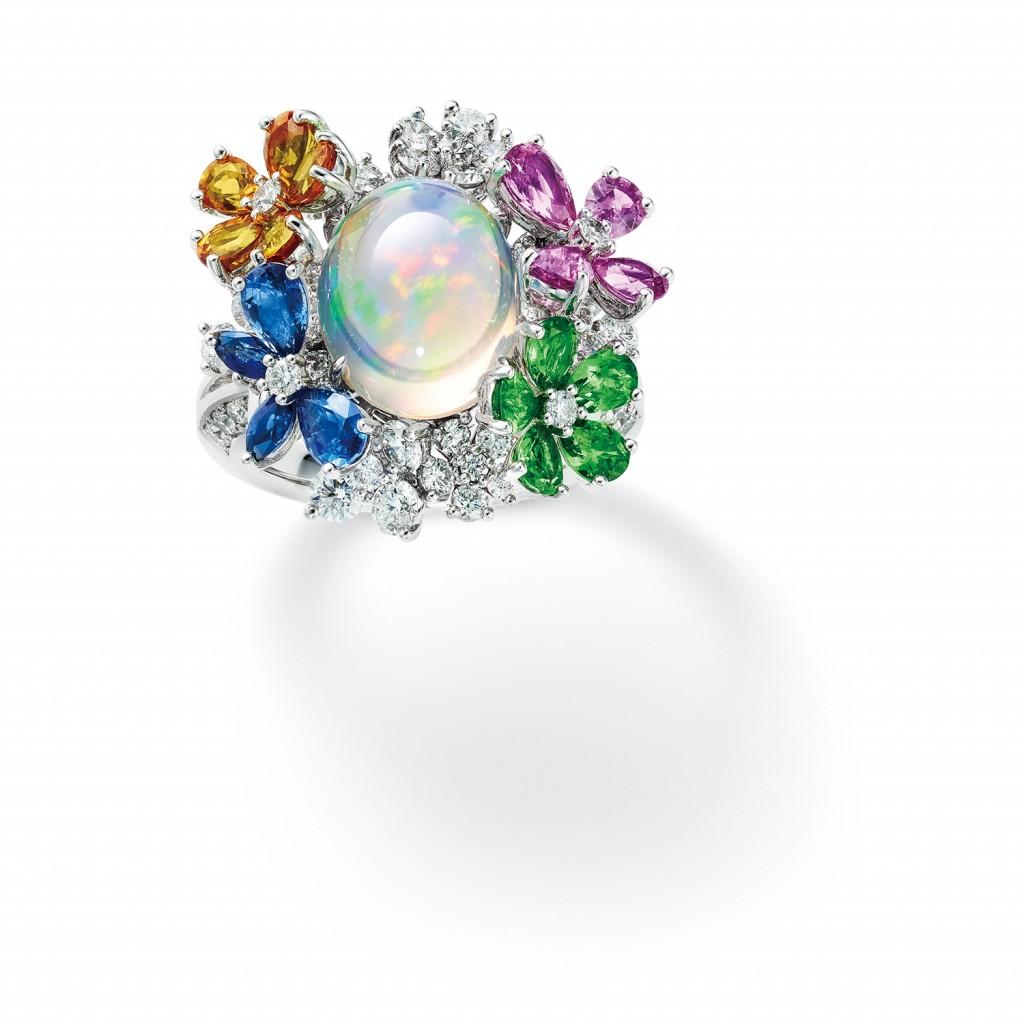 7. MIKIMOTO Jardin Mystérieux祕密花園頂級珠寶系列 - 蝴蝶繁花造型戒指,參考價格NT$2,400,000